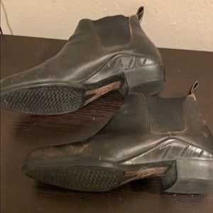 Ariat Shoes - Ariat ankle boots size 9.5 perfect for riding